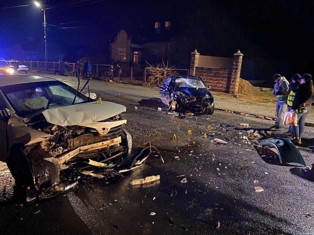 Неподалік Чорткова не розминулися автомобілі: один водій у реанімації