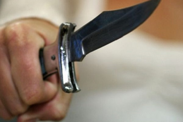Захмелілий чоловік з ножем накинувся на поліцейських