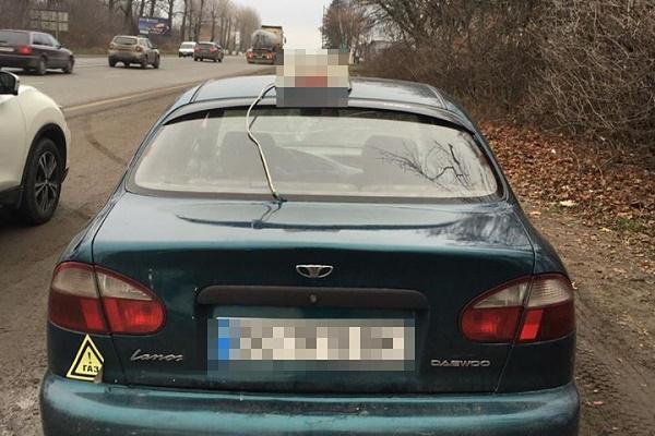 П'яний таксист «вишивав» дорогою на Тернопільщині