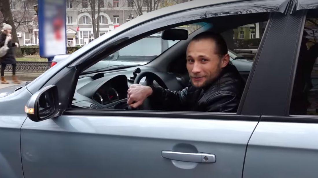 Тернопільський актор працює таксистом, щоб вжитися в нову кінороль