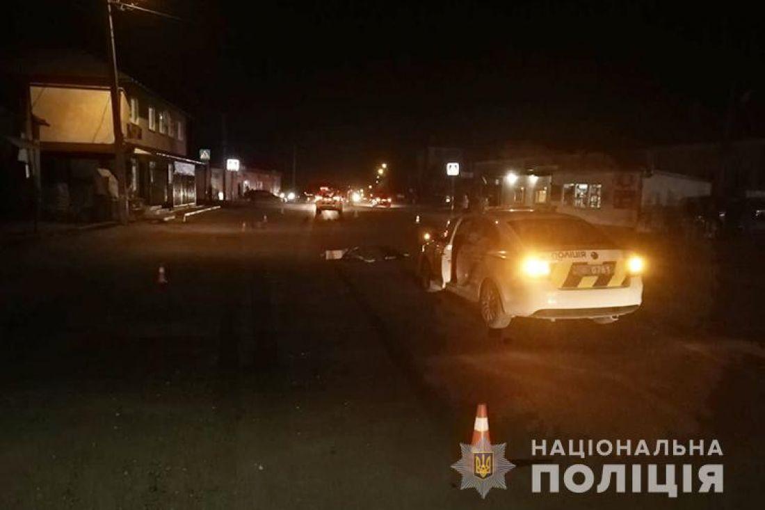 У Збаражі під колесами автомобіля загинула жінка