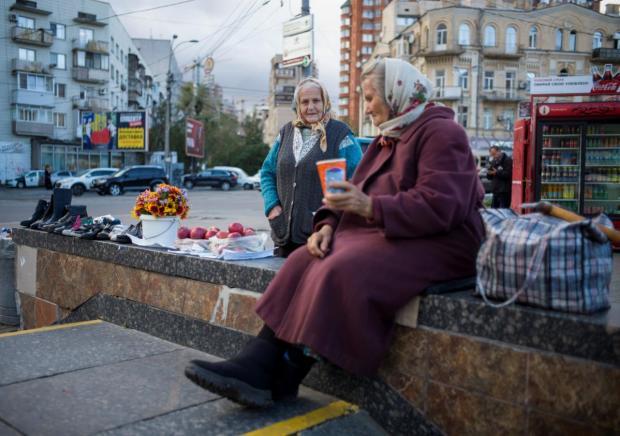Час радіти, але не усім: Зеленський анонсував суттєве підвищення пенсій (Відео)