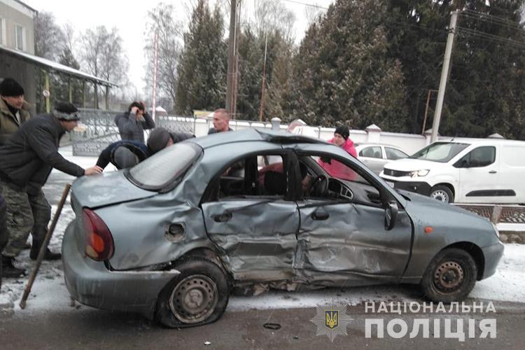 На Тернопільщині у ДТП постраждали два учні автошколи та інструктор
