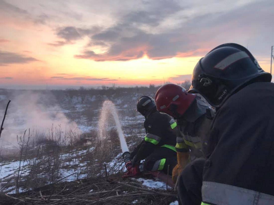 На Тернопільщині гасять масштабну пожежу (Фото)