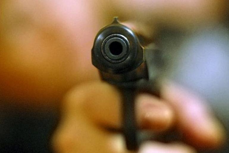 Крадій з пістолетом накинувся на охоронця супермаркету