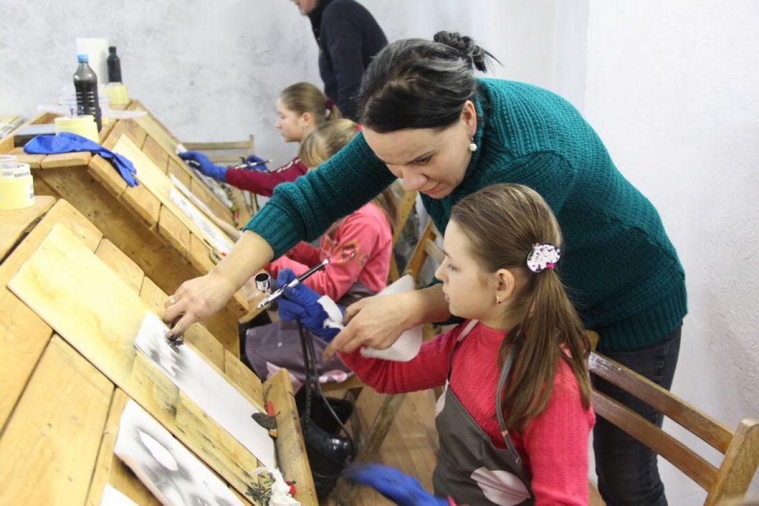 У Зарваниці відкрили унікальну арт-студію, якою керуватиме латвійська художниця