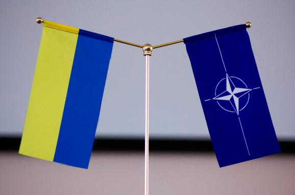 Скільки українців готові проголосувати за вступ до ЄС і НАТО: Соціологи оприлюднили цікаві дані