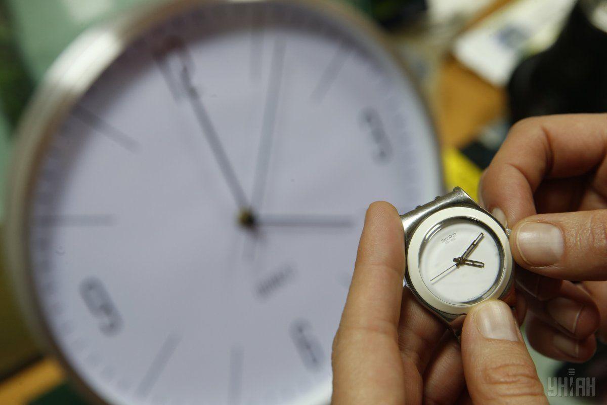 Коли переводять годинники на літній час і як до цього підготуватися