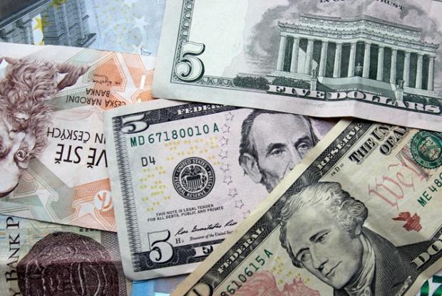 В Україні долар пробив психологічну позначку: Свіжий курс валют на 27 березня