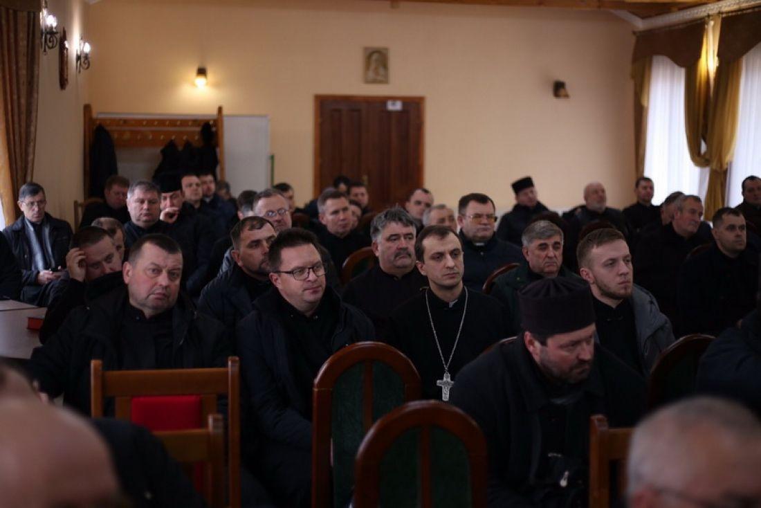 Тернопільські священники сіли за парти