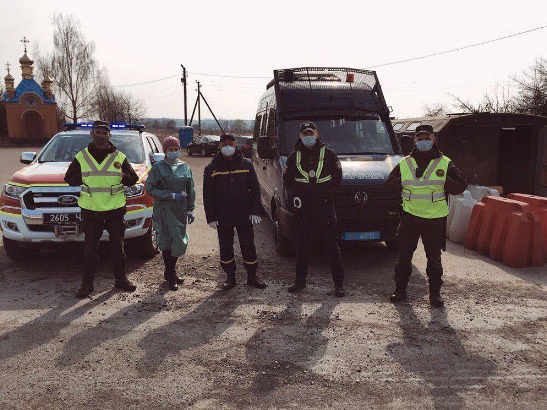 На в'їздах у Тернополі почали ставити пропускні пункти