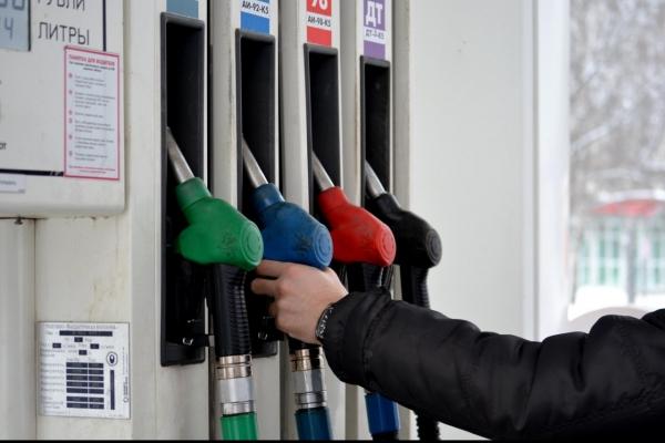 Не все так просто: експерт пояснив, що дешева нафта означає для України