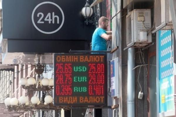 Дешевого долара не буде: банкір спрогнозував валютний курс в Україні після отримання кредиту МВФ