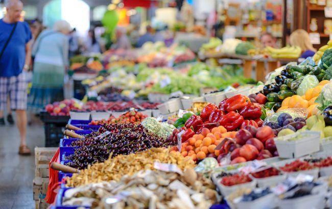 Ціни на продукти в Україні знижуються: що подешевшало