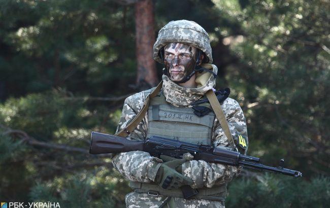 Військові ЗСУ зворушливо привітали своїх матерів: відео з передової