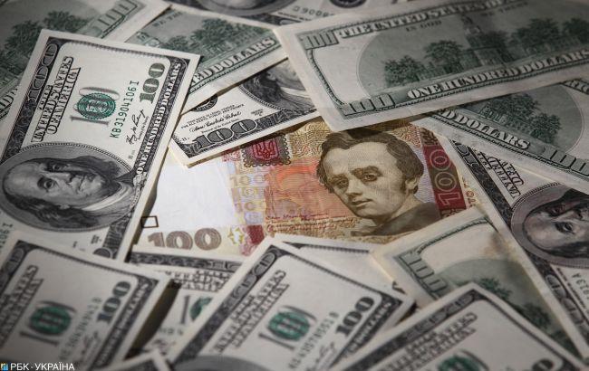 Українцям розповіли, коли «заспокоїться» курс долара