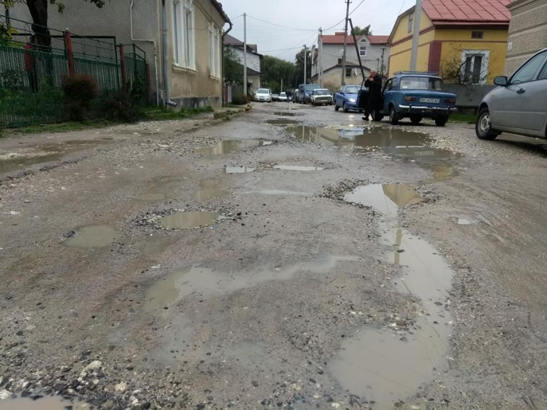 У Бережанах роками не можуть відремонтувати дорогу (фото)