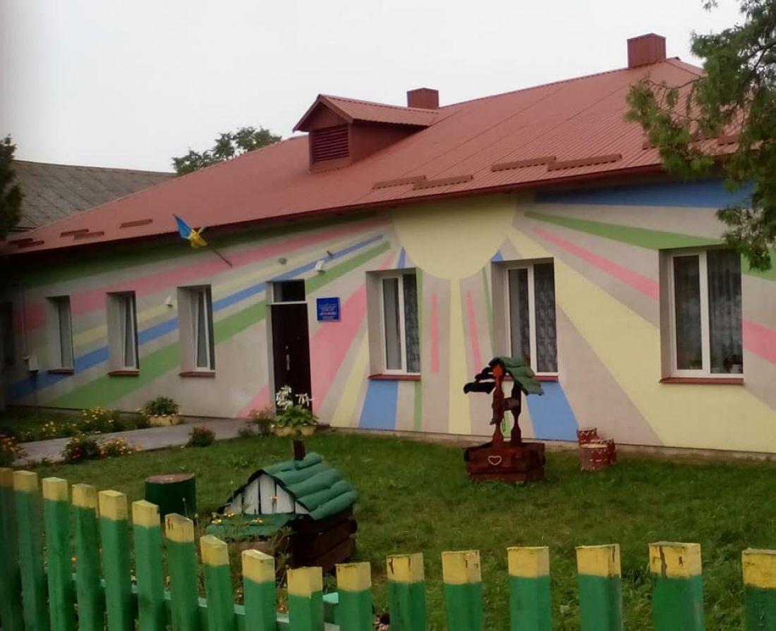 У Зборівському районі встановили новий дитячий майданчик