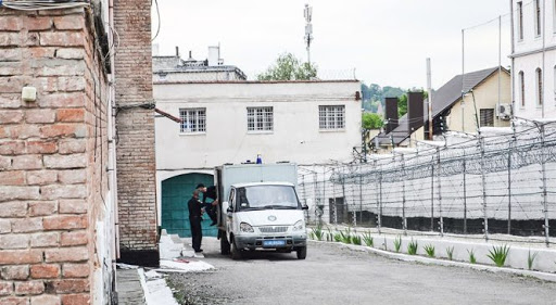 Працівник установи виконання покарань в Чорткові розповсюджував наркотики серед ув'язнених