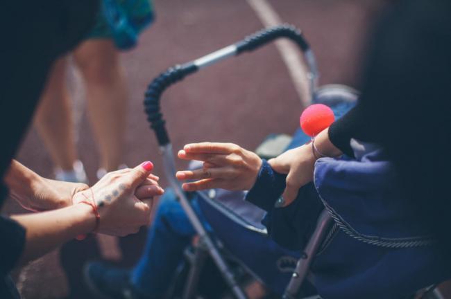Матір та її дитину з інвалідністю залишили без засобів до існування
